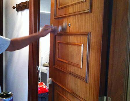 Barniz en puertas